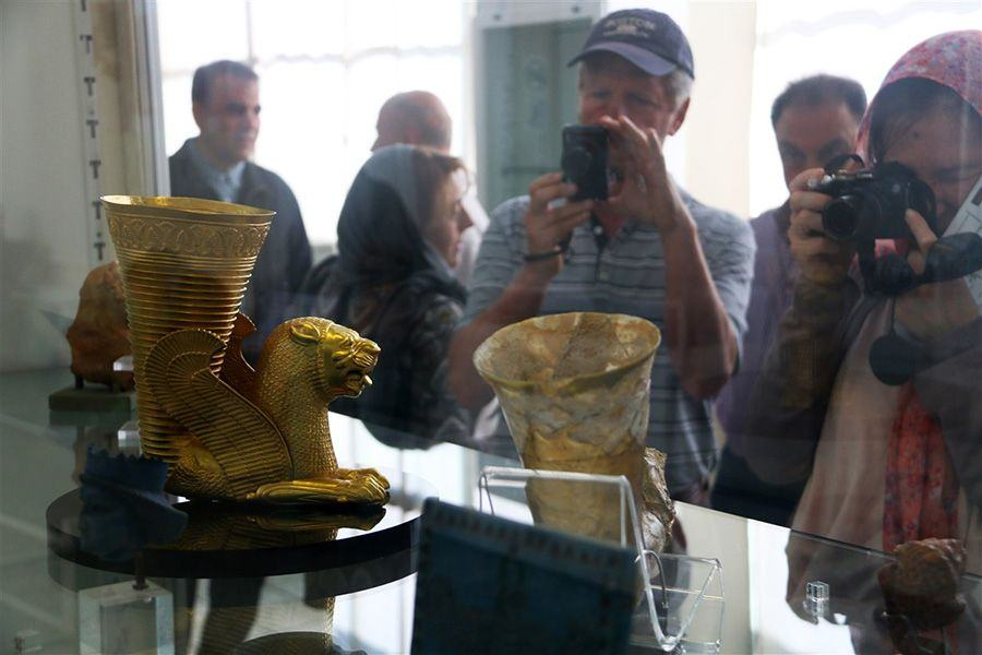 Travelers visiting Iran National Museum