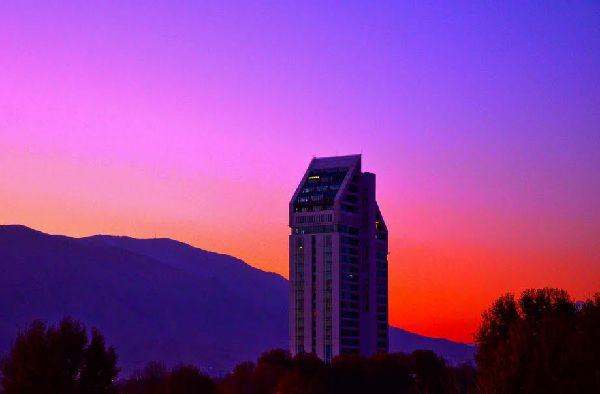 5 star Chamran Hotel in Shiraz in sunset